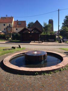 Dorfbrunnen sprudelt weider